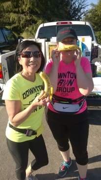 20151017-kamisah-and-rachel-with-their-big-deal-bananas-after-funning-their-first-ever-10-mile-training-runs
